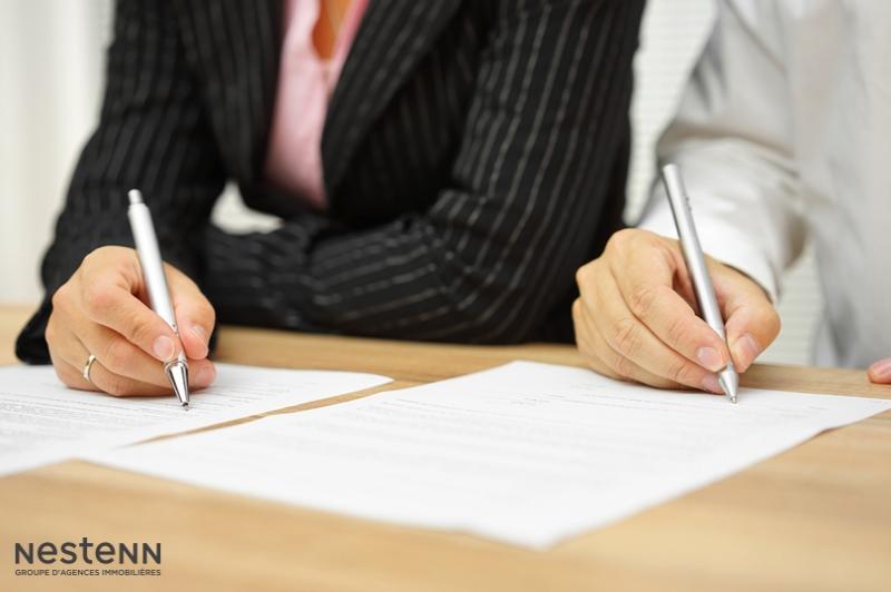 Lorsqu'un compromis a été signé avec deux acquéreurs, quelles sont les conséquences du désistement de l'un d'eux ?